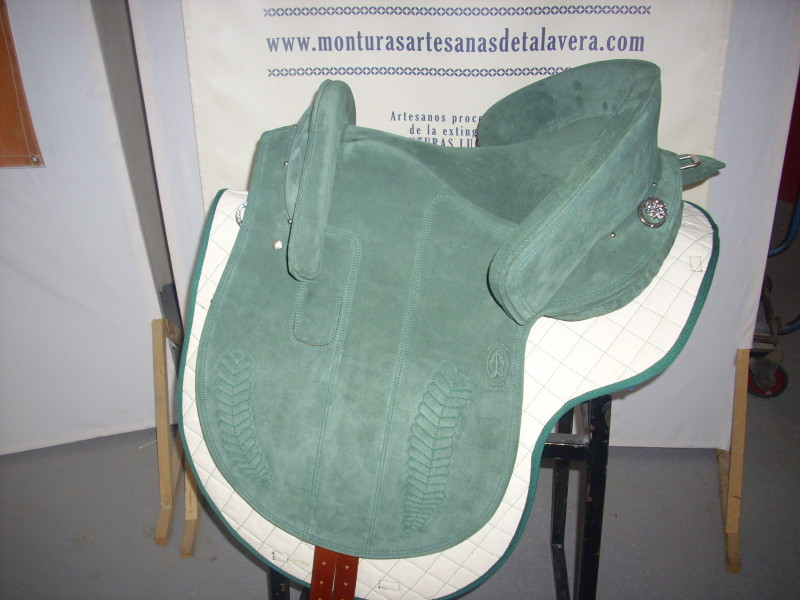 Potrera Flexible Ref115SE Lujo, en cuero serraje verde.